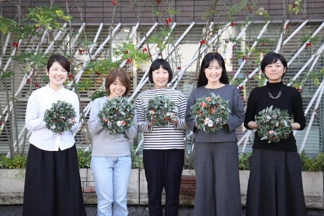 ワークショップ風景・ユーカリと布花のクリスマスリースづくり