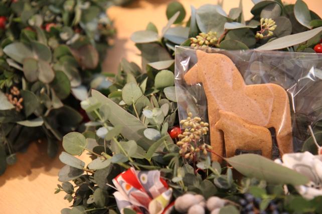 ワークショップ風景・ユーカリと布花のクリスマスリースづくり5