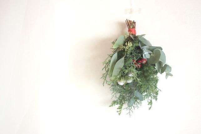 スワッグ(生花)針葉樹と赤い実もの