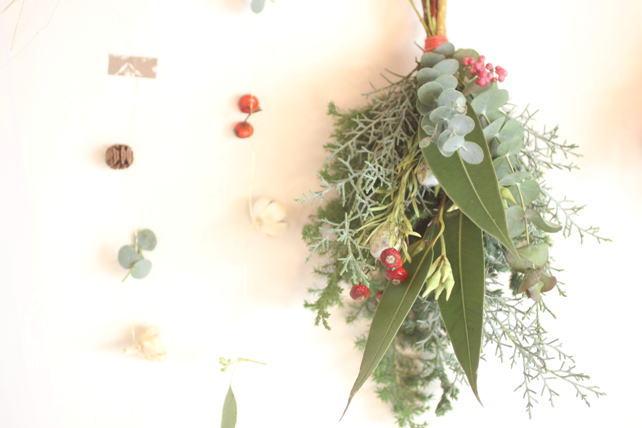 スワッグ(生花)針葉樹と実もののスワッグ