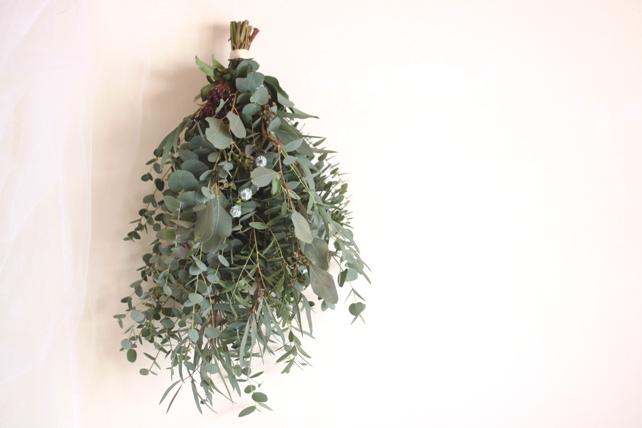 スワッグ(生花)数種類のユーカリの葉のみで
